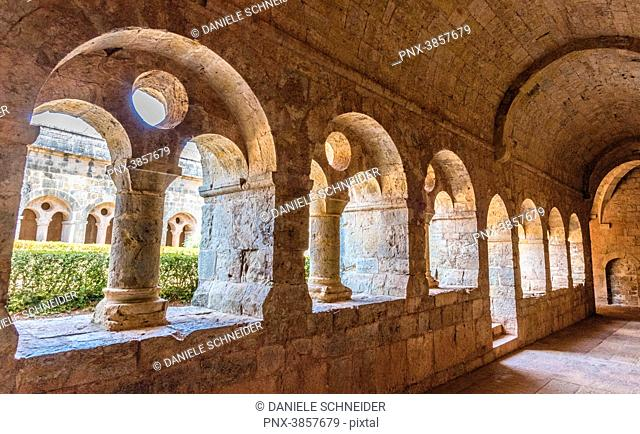 France, Provence-Alpes-Cote-d'Azur, Var, cloister of the cistercian abbey of the Thoronet