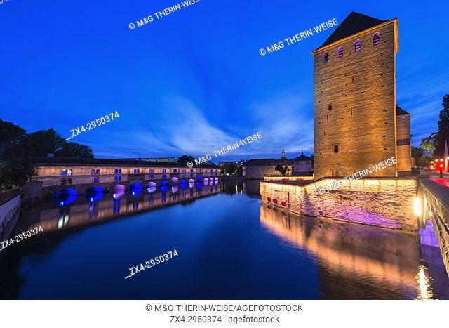 Ponts couverts and Barrage Vauban over ILL Canal at sunset, Strasbourg, Alsace, Bas-Rhin Department, France