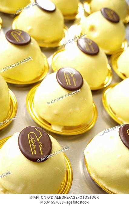 italian light and wickedly sweet lemon flavoured dessert specialty locally knowns as 'delizia al limone'