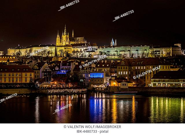 Night shot of Prague, Moldova, St. Vitus Cathedral, Prague Castle, Hradcany, historic centre, Prague, Bohemia, Czech Republic