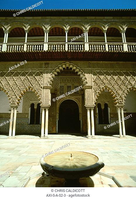 Exterior of the Alcazar with fountain
