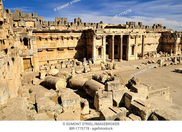 Antique ruins at the archeological site of Baalbek, Unesco World Heritage Site, Bekaa Valley, Lebanon, Middle East, West Asia