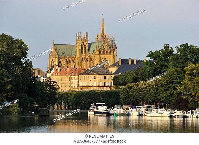 France, Moselle, Metz, the plan d'eau with the marina and St Etienne cathedral in the back