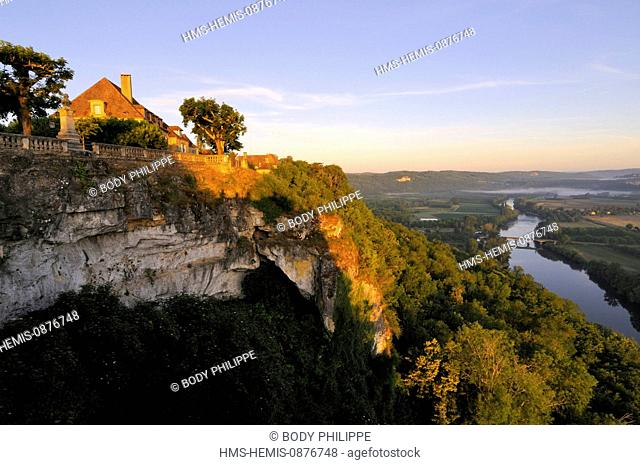 France, Dordogne, Perigord Noir, Dordogne Valley, Domme, labelled Most Beautiful Villages in France, views of the Dordogne