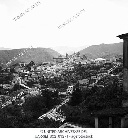 Blick auf die Stadt Ouro Preto, Brasilien 1966. View of the city Ouro Preto, Brazil 1966