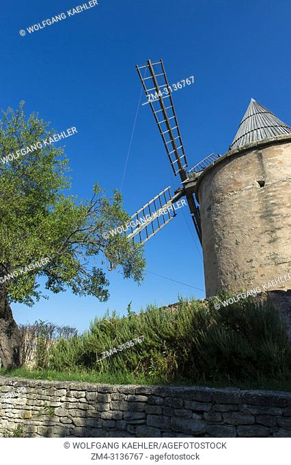 The old windmill on the hill above the medieval village of Goult in the Luberon, Provence-Alpes-Cote d Azur region in southern France