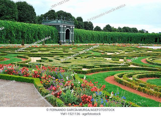 Garden of the Heir Prince  Schönbrunn Palace  Vienna  Austria  The emperor Leopold the First, asked in 1695 Johann Bernhard Fischer von Erlach to construct a...