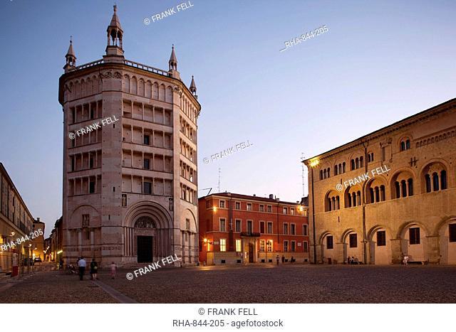 The Baptistry at dusk, Piazza Duomo, Parma, Emilia Romagna, Italy, Europe