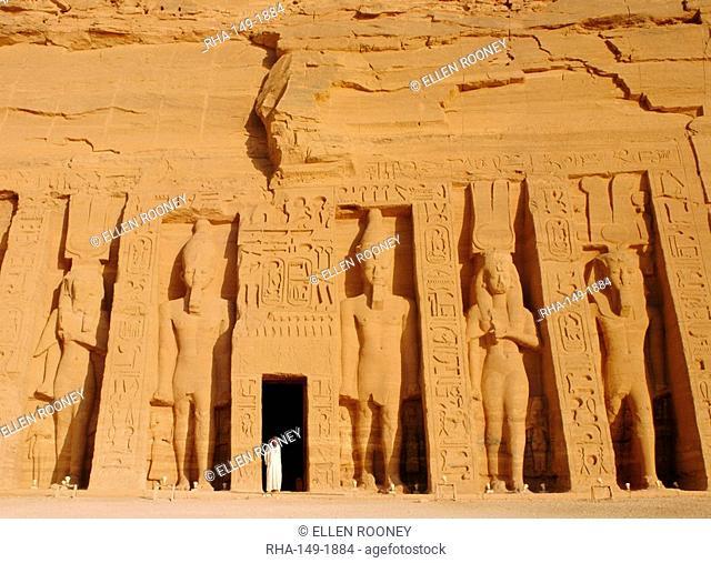 Temple of Hathor, statues of Ramses II and Nefertari, Abu Simbel, Egypt