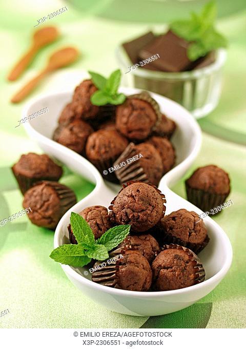 Mini muffins with chocolate