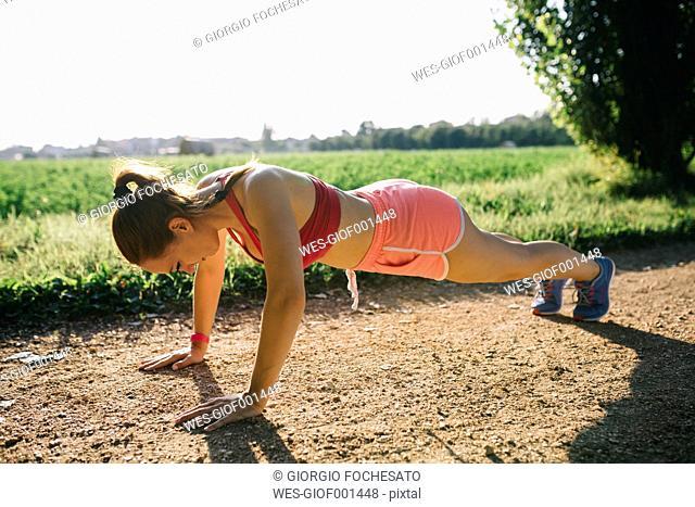 Italy, Tuscany, sportswoman, pushup