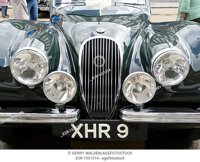 Headlight and bonnet/hood detail of a Jaguar XK150