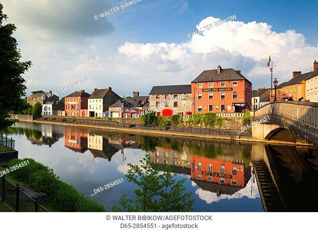 Ireland, County Kilkenny, Kilkenny City, pubs along River Nore