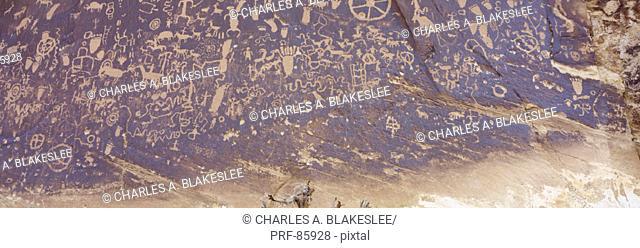 Petroglyphs Newspaper Rock State Park UT