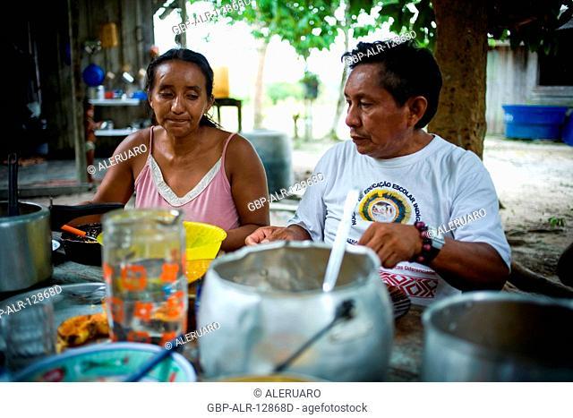 Couple Having dinner, Boa Esperança Community, Cuieiras River, Amazônia, Manaus, Amazonas, Brazil