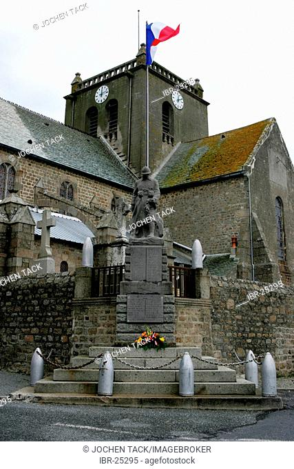 FRA, France, Normandy: Church and cemetery of Barfleur