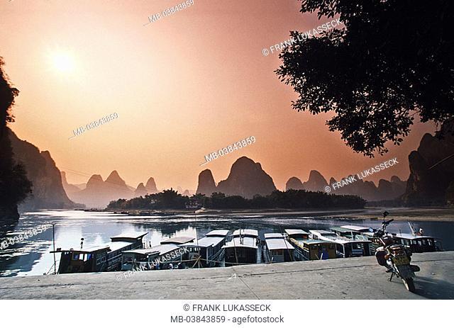 China, Guangxi, Xingping, Li Jiang, quay-wall, landing place, boats, sunset, Asia, Eastern Asia, river, Li river, harbor, quay, houseboats, trip-boats