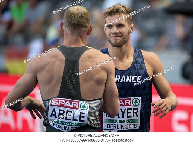 07.08.2018, Berlin: Athletics: European Championships in the Olympic Stadium, decathlon 100m, men. Kevin Mayer (r) from France and Arthur Abele from Germany...