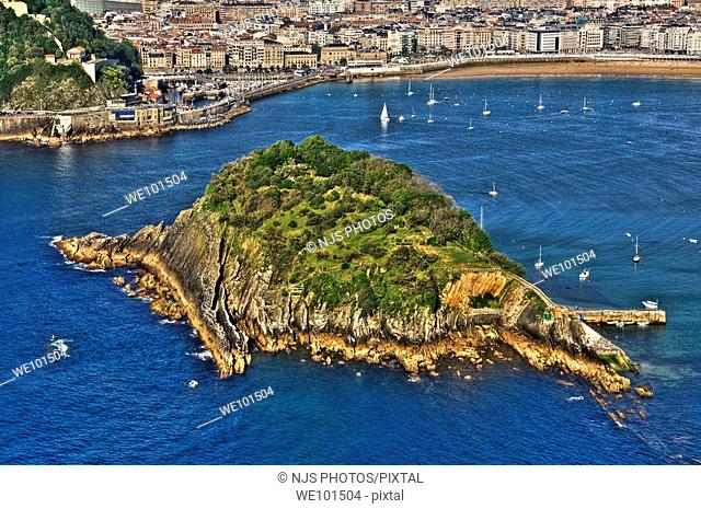 View of Santa Clara Island and of La Concha Bay, from Igueldo Mountain, Donostia-San Sebastián, Guipuzcoa, Basque Country, Spain