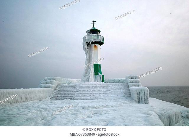 Breakwater jetty in Sassnitz, ice, snow, Mecklenburg-Western Pomerania, Germany