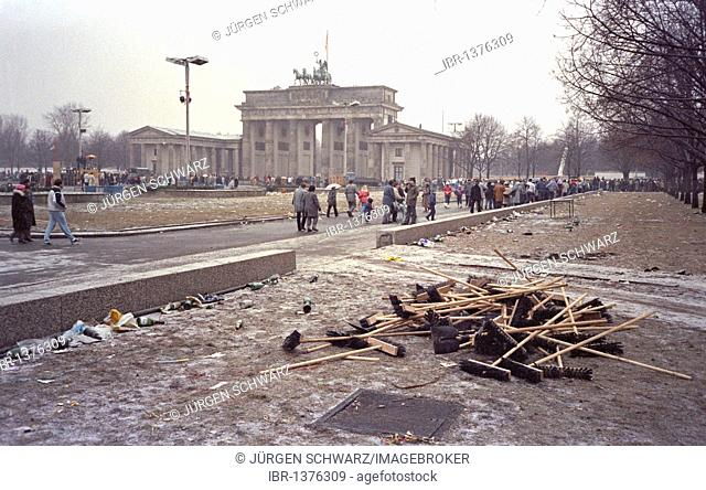 Cleaning up after the New Year's celebration at Brandenburg Gate, 01.01.1990, East Berlin, Germany, Europe