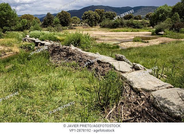Path PRC AV11. Pasadera del Villar on the outskirts of Villar de Corneja. Valley of Corneja. Avila. Castilla y León. Spain