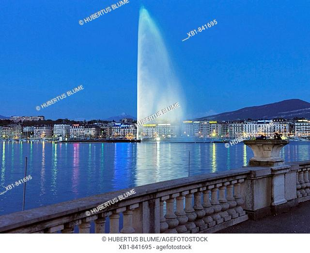 Evening mood at Lake Geneva, in the back fountain Jet d'Eau, Geneva, Switzerland