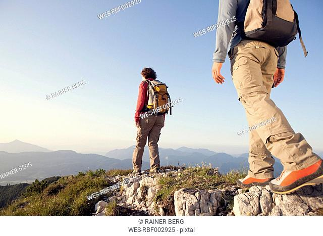 Austria, Tyrol, couple hiking at Unterberghorn