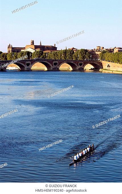 France, Haute Garonne, Toulouse, Pont Neuf and Garonne River