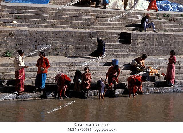 Religious rites in the Bagmati river