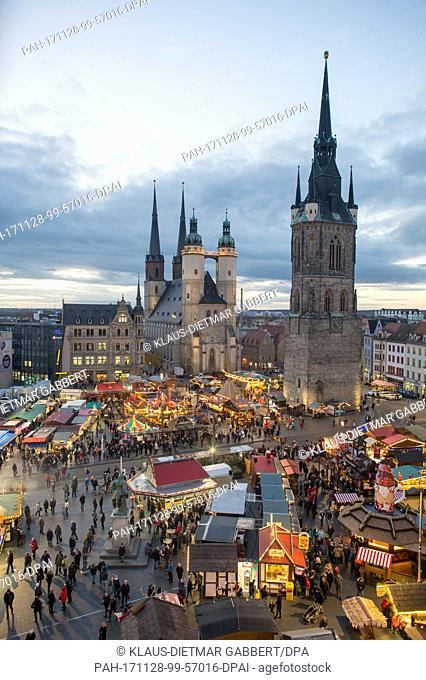 Visitors walk across the christmas market in Halle an der Saale, Germany, 28 November 2017. The christmas market opened in the late afternoon and runs until 23...
