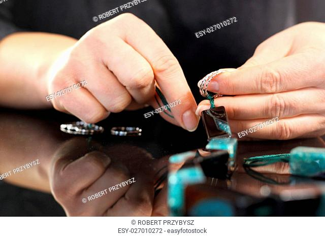 work on the production of corals in the factory jewelry