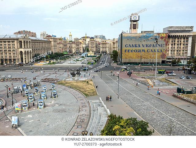 Maidan Nezalezhnosti (Independence Square), Kiev, Ukraine. View with Central Post Office (L) and Trade Unions Building (R)