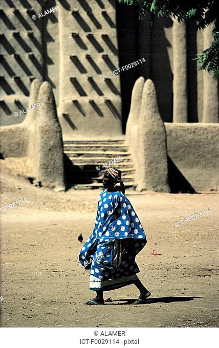 Mali, Djenné, mosque, woman