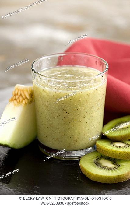 zumo de melon, kiwi, lichi y miel. / melon, kiwi, lychee and honey juice