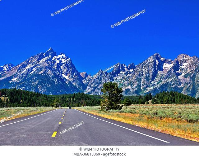 The USA, Wyoming, Grand Tetons National Park, road, mountain range