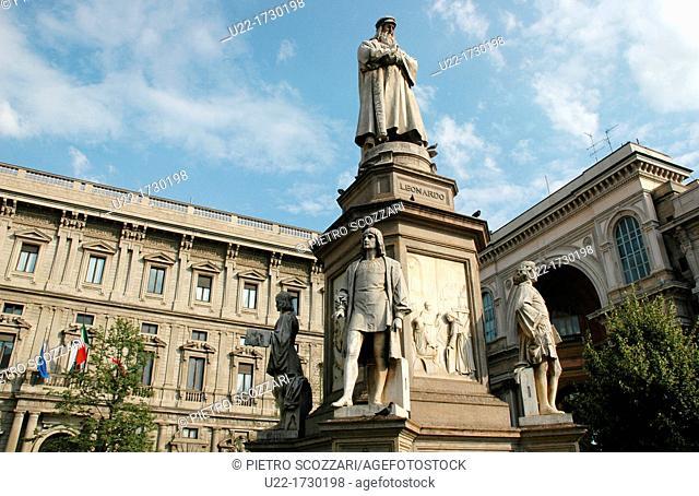 Milano, Italy: Piazza della Scala, monument to Leonardo da Vinci