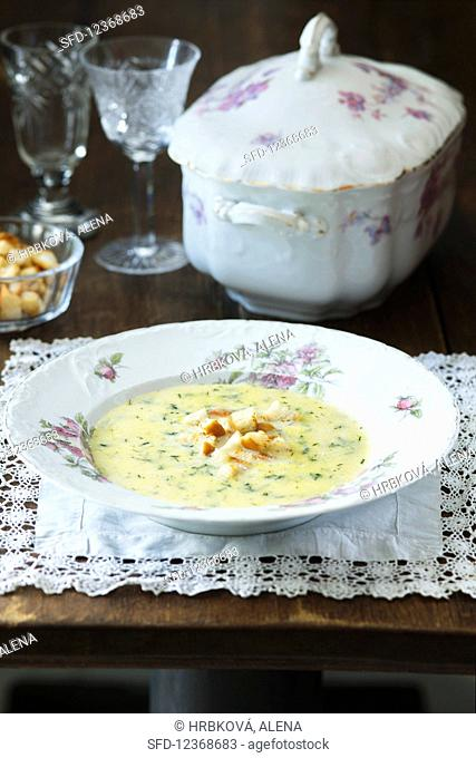 Dill soup with croutons