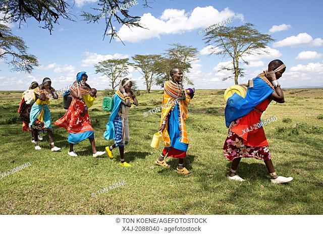 Samburu tribe in Northern KenyaSamburu tribe in Kenya fetching water