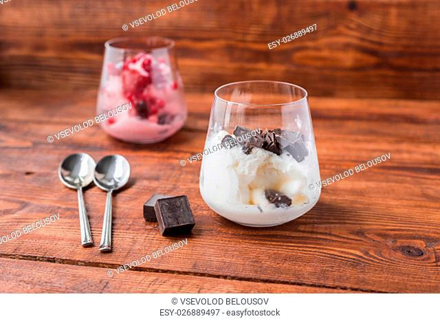 Two portions of vanilla and strawberry ice cream in glass