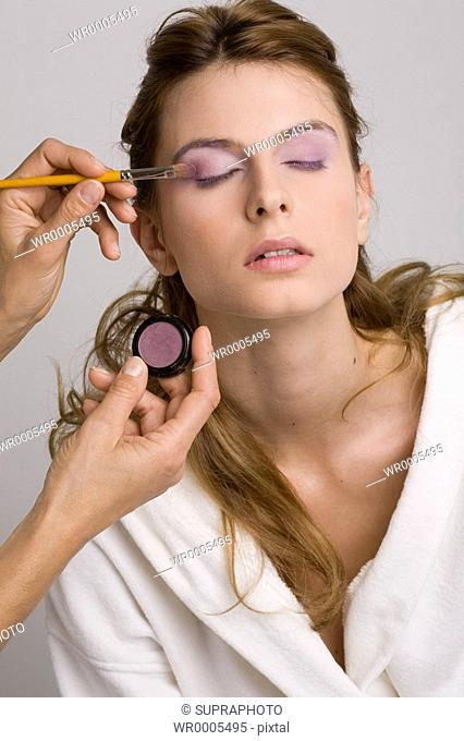 Woman eyeshadow