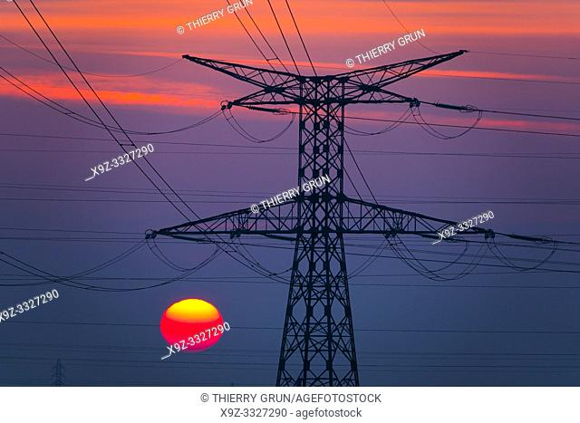France, Loiret (45), Chaingy, 400 000 volts high voltage electric lines from French transmission electric system operator RTE (Réseau du Transport...