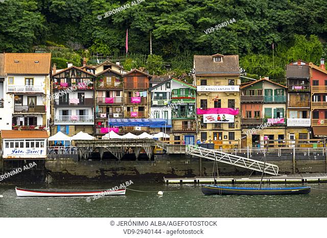 Pasaia Donibane. Fishing village of Pasajes de San Juan. San Sebastian, Bay of Biscay, province of Gipuzkoa, Basque Country, Spain, Europe