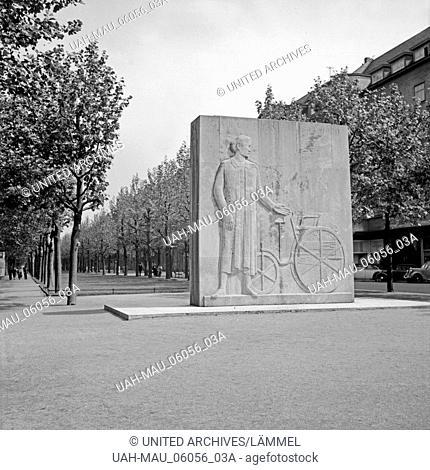 Das Carl Benz Denkmal in der Augustaanlage in Mannheim, Deutschland 1930er Jahre. Carl Benz monument at the Augusta park at Mannheim, Germany 1930s