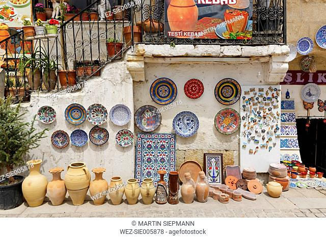 Turkey, Anatolia, Avanos, Pottery with painted plates and jars