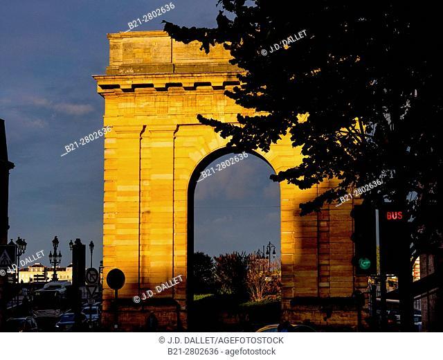 """France, Nouvelle Aquitaine-Gironde- """"""""Porte de Bourgogne"""""""" gate, at Bordeaux"""