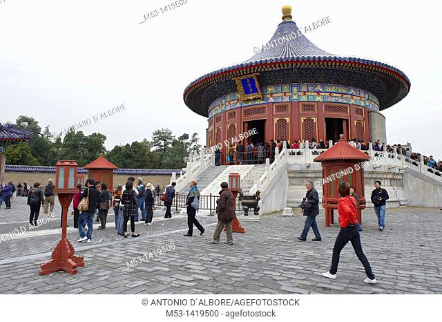 Tourists outside the Imperial Vault of Heaven, within the Temple of Heaven complex  The construction is a single-gabled circular building