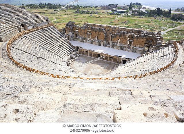Roman amphitheater, Hierapolis, Pamukkale, UNESCO World Heritage Site, Anatolia, Turkey, Asia Minor, Eurasia