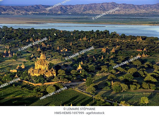 Myanmar (Burma), Mandalay division, Bagan, overview of the old historic capital in ballonswith Balloons over Bagan, view from the air of Sulamani temple (aerial...