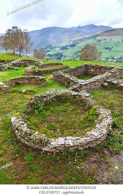 Castro de San Chuis, San Martin de Beduledo, Comarca Vaqueira, Municipio Allande, Asturias, Spain, Europe